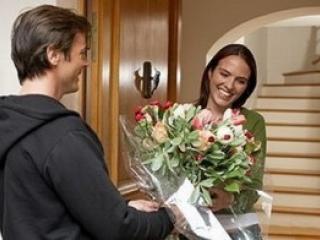 Как выбирать цветы в подарок