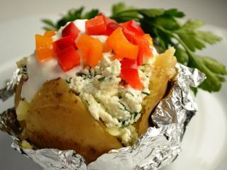 Запеченный в фольге картофель