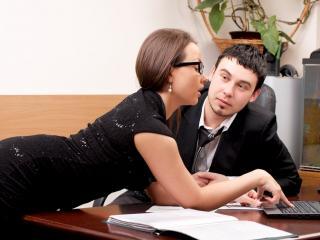 Пережить секс с коллегой по работе - возможно ли?