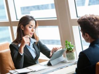 Почему женщине тяжело продвинуться по карьерной лестнице